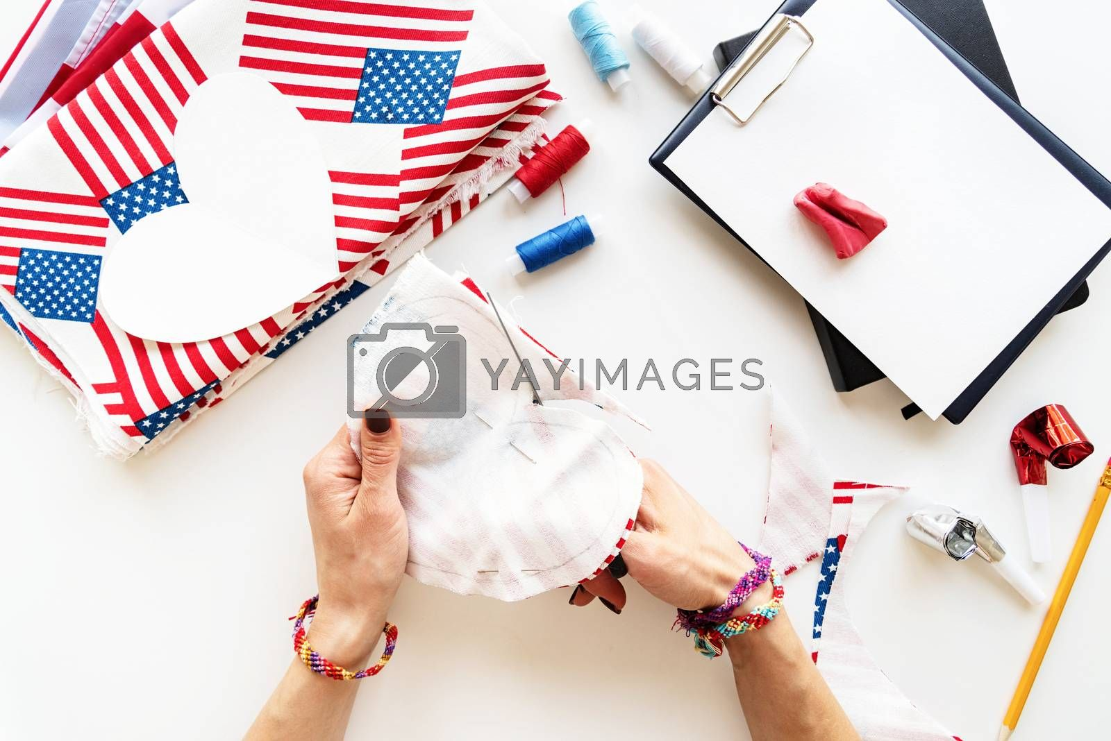 USA Independence Day DIY craft. DIY 4th of July step by step needle holder craft. Step 5 - cutting out by over measure line
