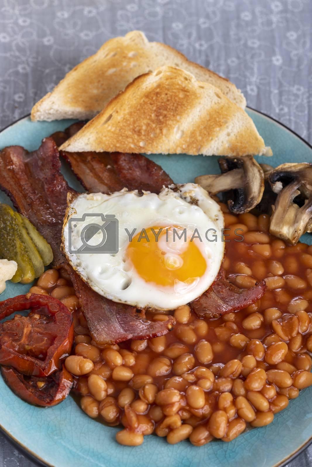 full englisch breakfast on a plate