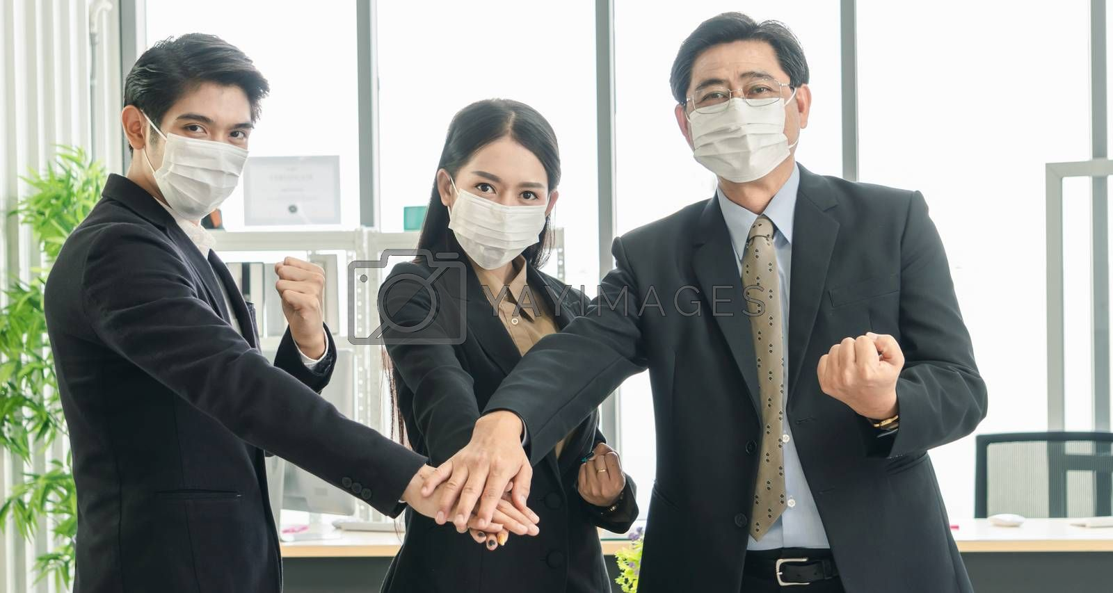 A business team wearing a working mask by nuad338