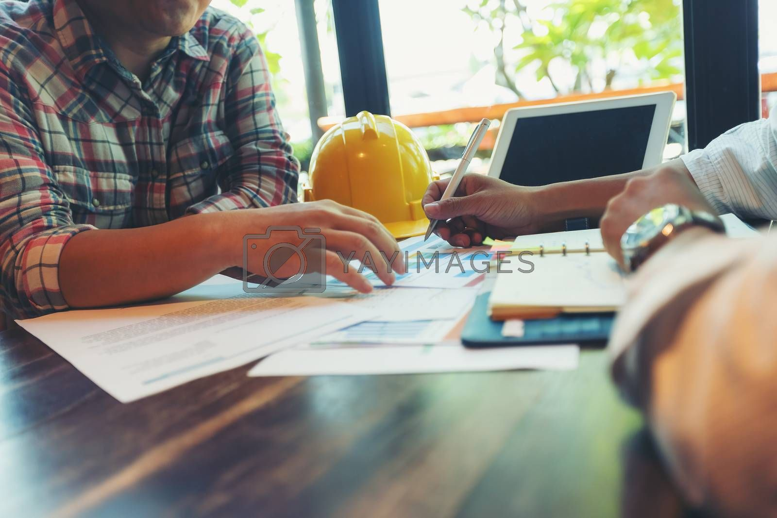 Handsome architects and contractors are deciding on the choice of interior design materials and contracting contractors.