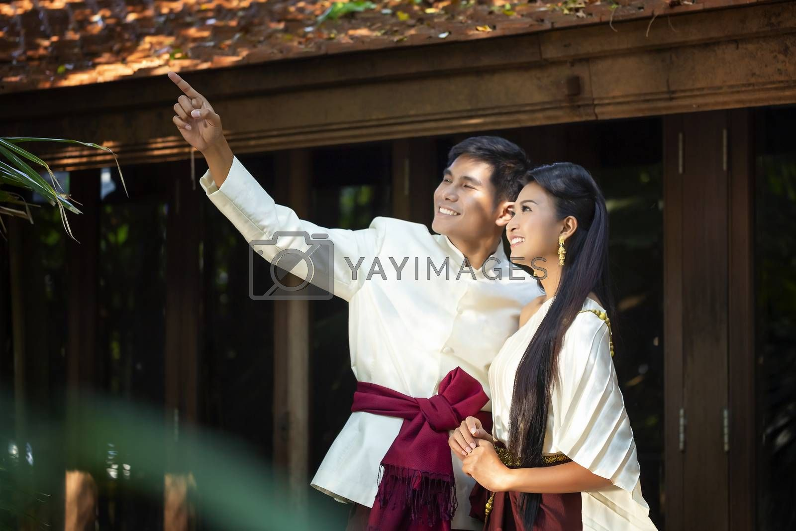 Couples who are shooting pre-wedding photos in Thai style. soft beautiful pre-wedding photo of the bride and groom.
