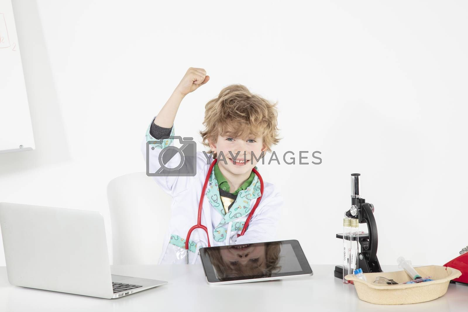 young doctor uses tablet, an innovation in online medicine