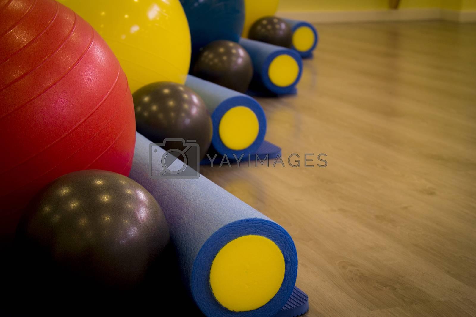 A selection of gym equipment ranging from pilates ball to yoga rolls. Fotografía de Gema Ibarra. Prohibida su utilización para cualquier uso sin autorización.Todos los derechos reservados.