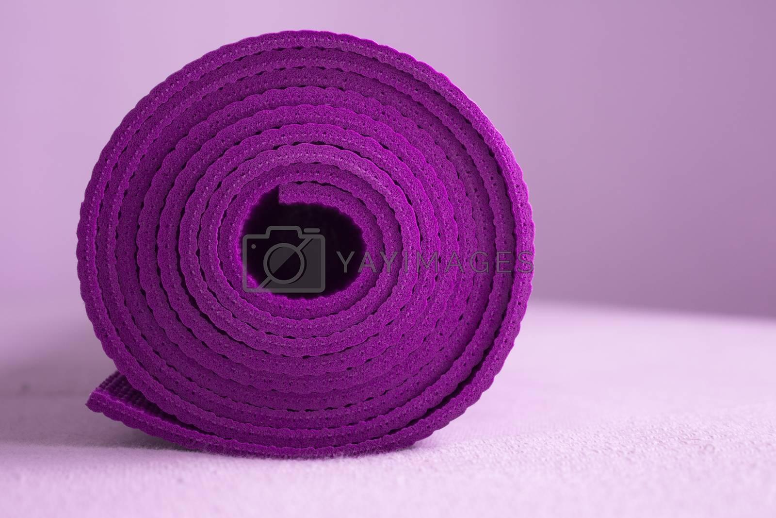 Exercising, Side View, Gym, Rolled Up, Copy Space. Fotografía de Gema Ibarra. Prohibida su utilización para cualquier uso sin autorización.Todos los derechos reservados.