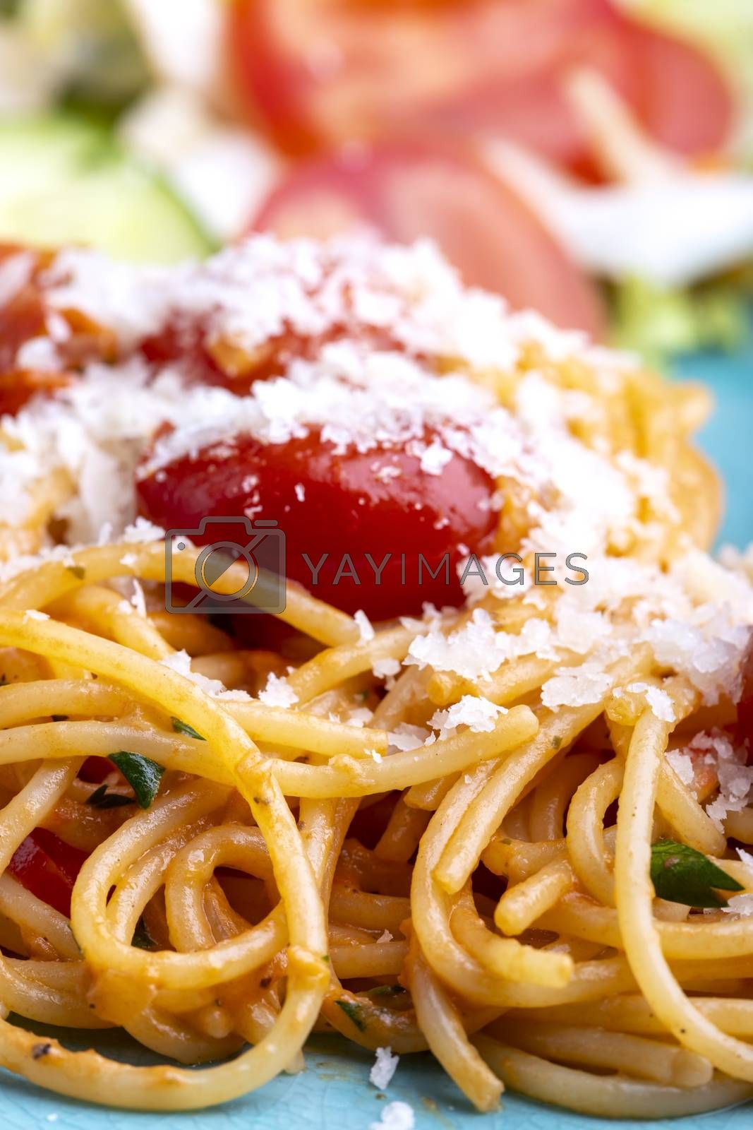 spaghetti pasta with cherry tomatoes