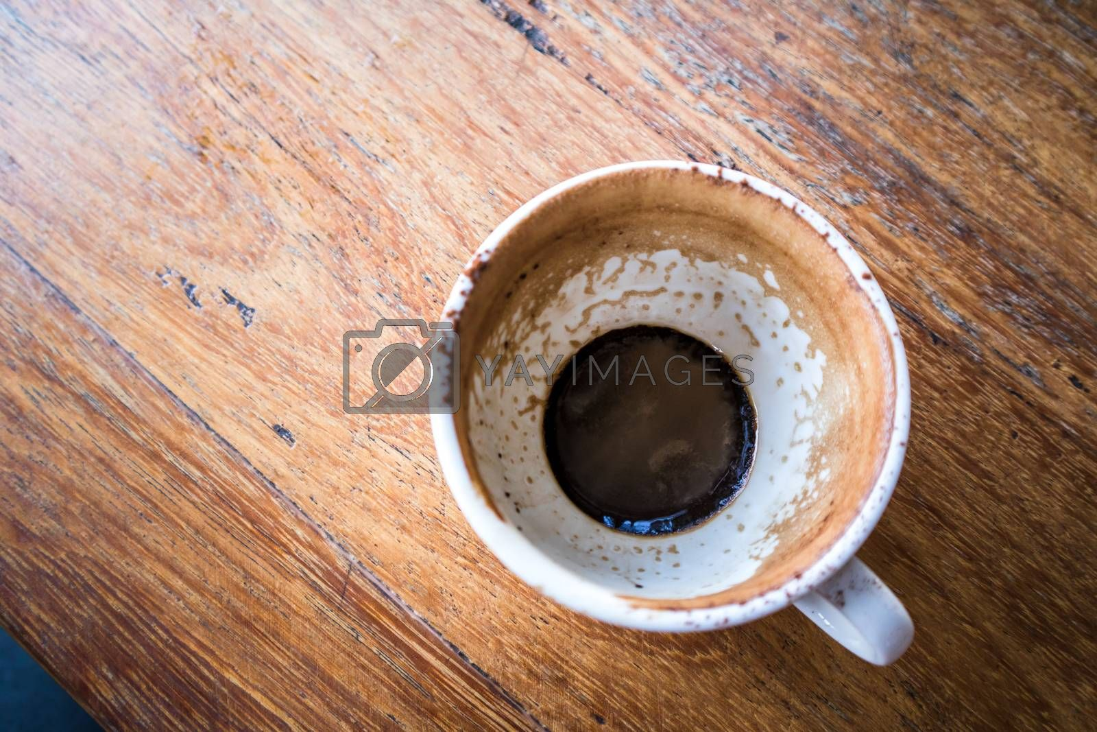 Top view of Empty coffee cup on the wood table at coffee shop.