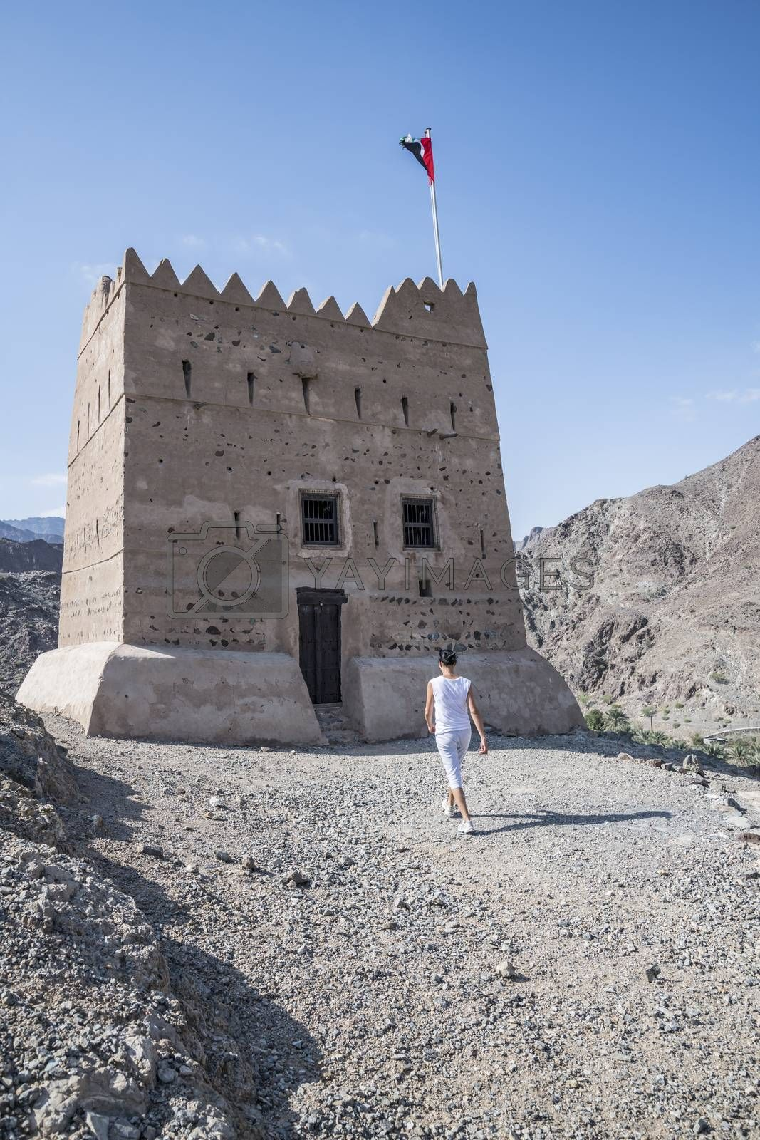 Al Hayl (Hail) Fortress which occupies an important strategic position and a unity point for the road to Fujairah. Built in 1930 (as per the latest research) at west bank of the valley of Al Hayl on a mountain, in the era of Mohammed bin Hamad Al Sharqi