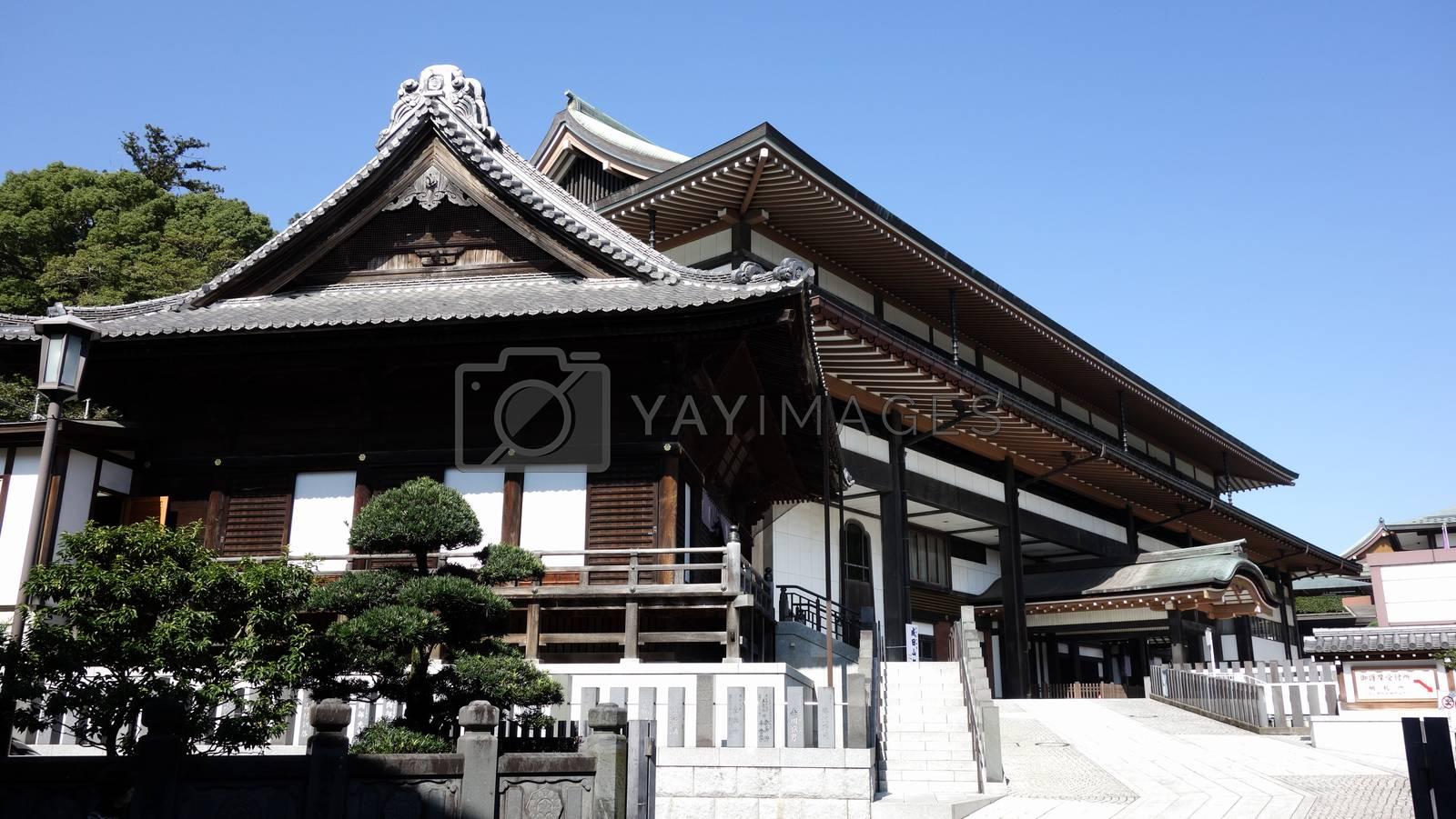 Narita-san Temple, near Tokyo, Japan.2017-10-25. People walk tothe gate of famous temple (NARIRA Temple) in the mornig. Lanmark of NaritasanTemple in Tokyo near the Narita Airport