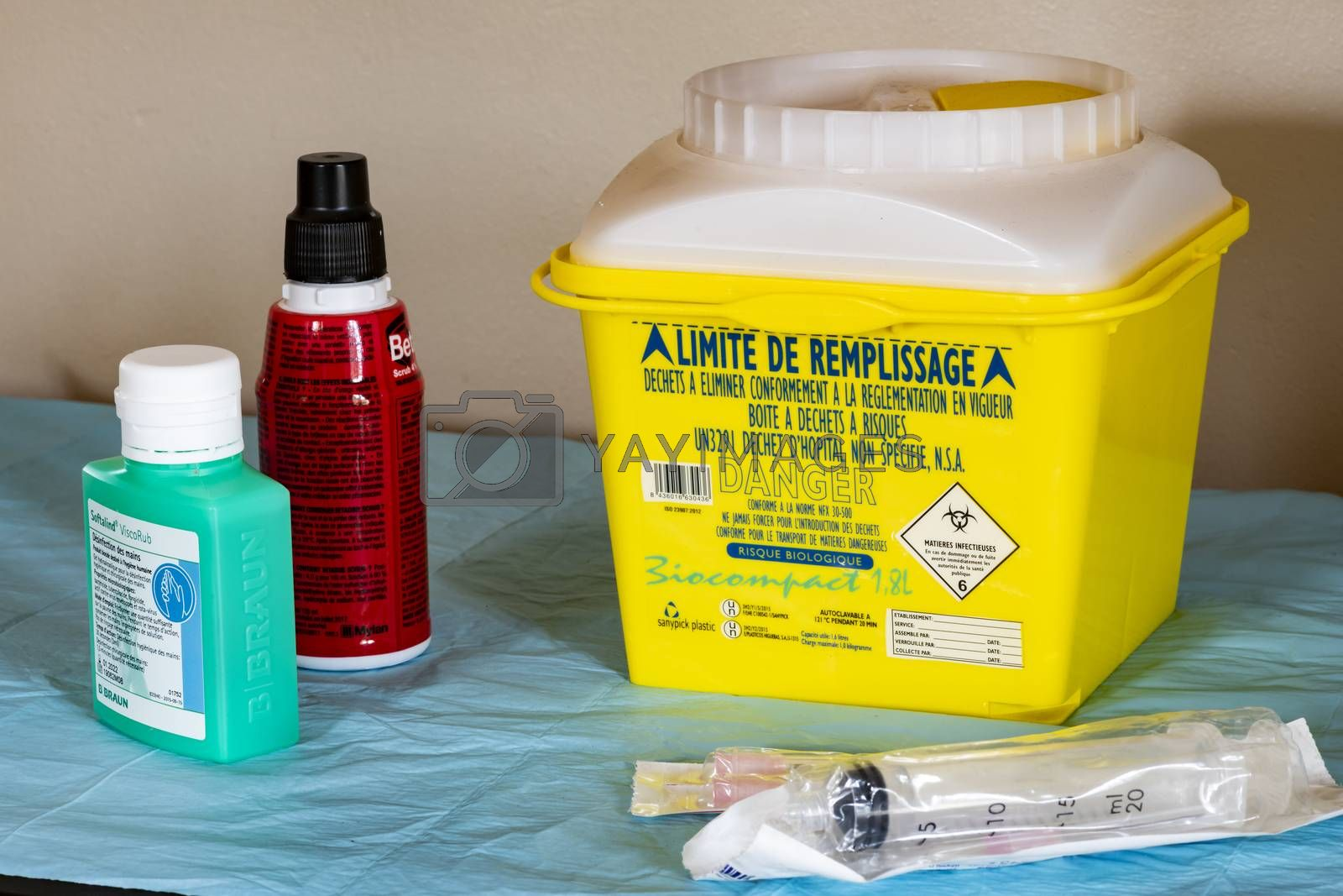 Yellow Medical waste container (with indication in French) use at home for cancer treatment