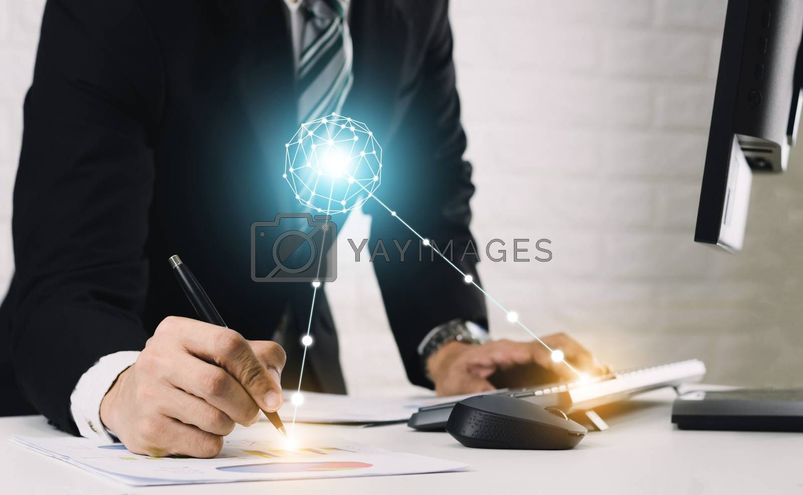 Communication technology and graph analysis of business people
