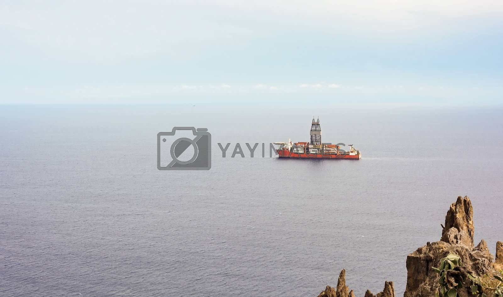 The ship is moored at the oil platform for unloading