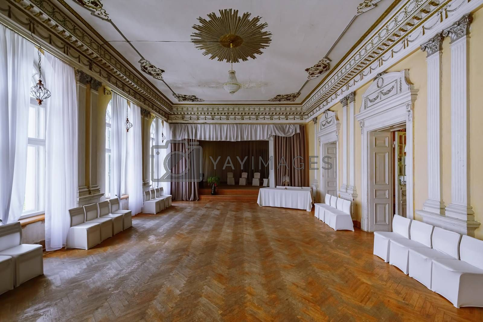 Large hall for guests in an abandoned palace