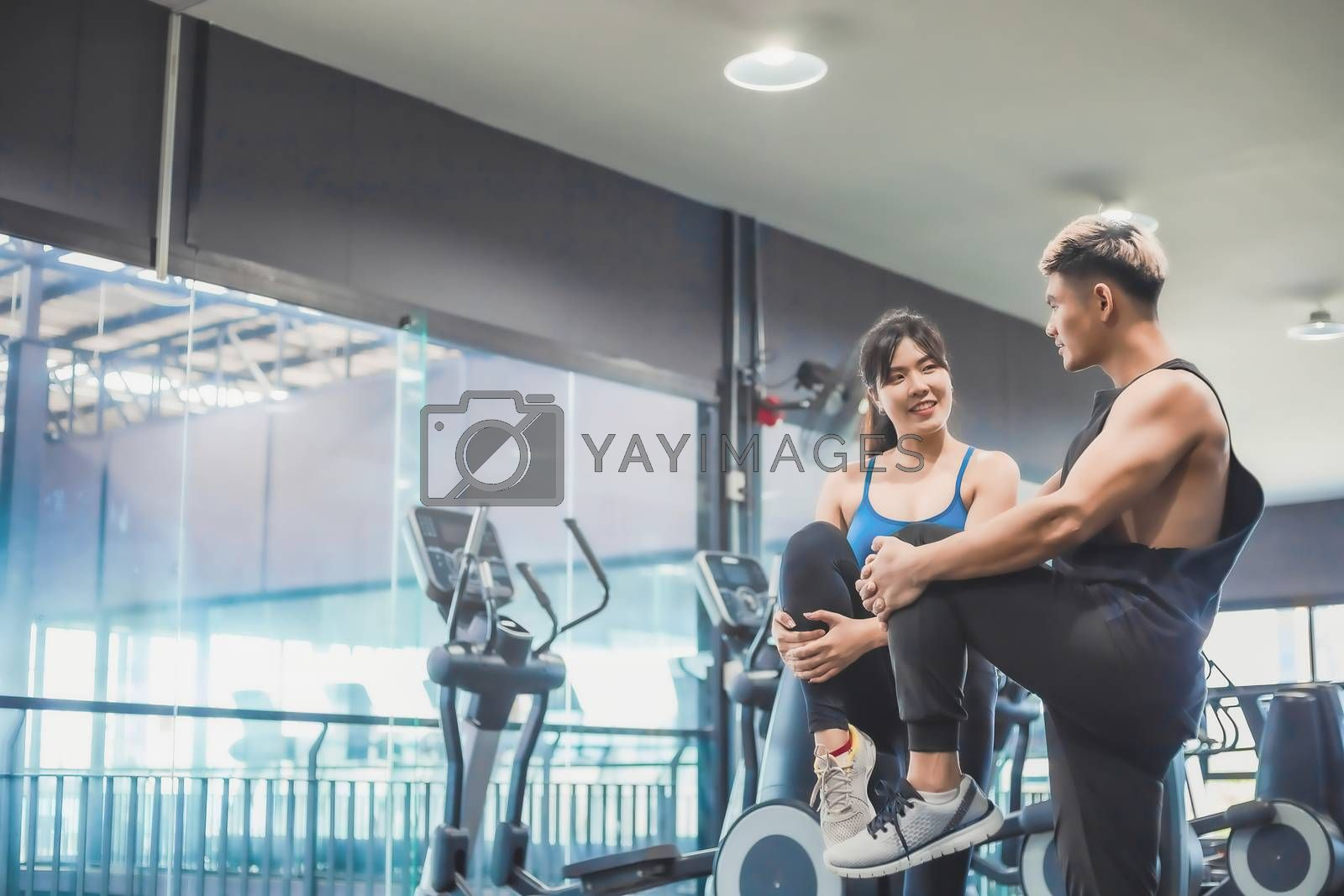 Asian couples exercise before running on the treadmill.Athletic  by oatzpenzstudio
