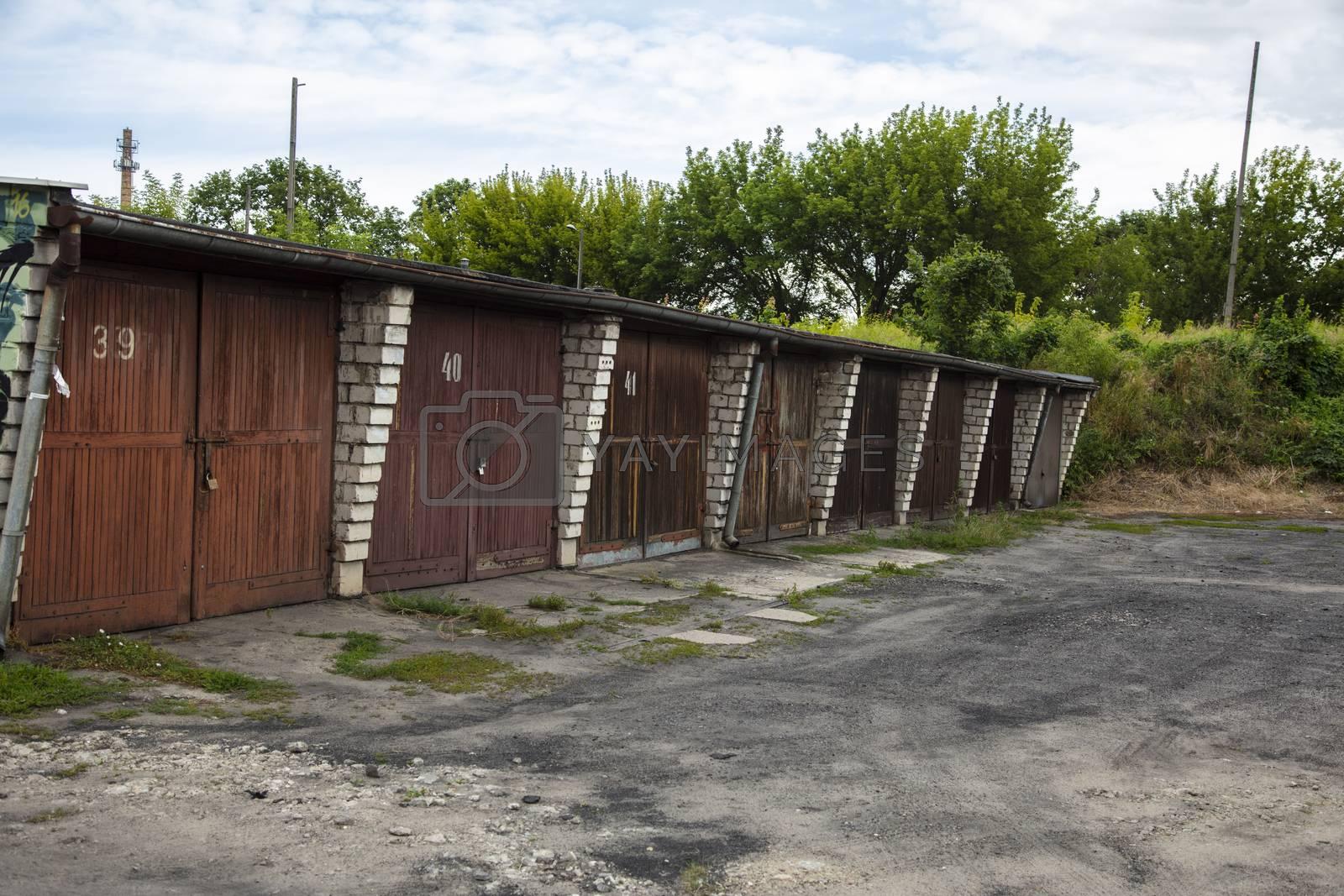 garage door, old style car room building