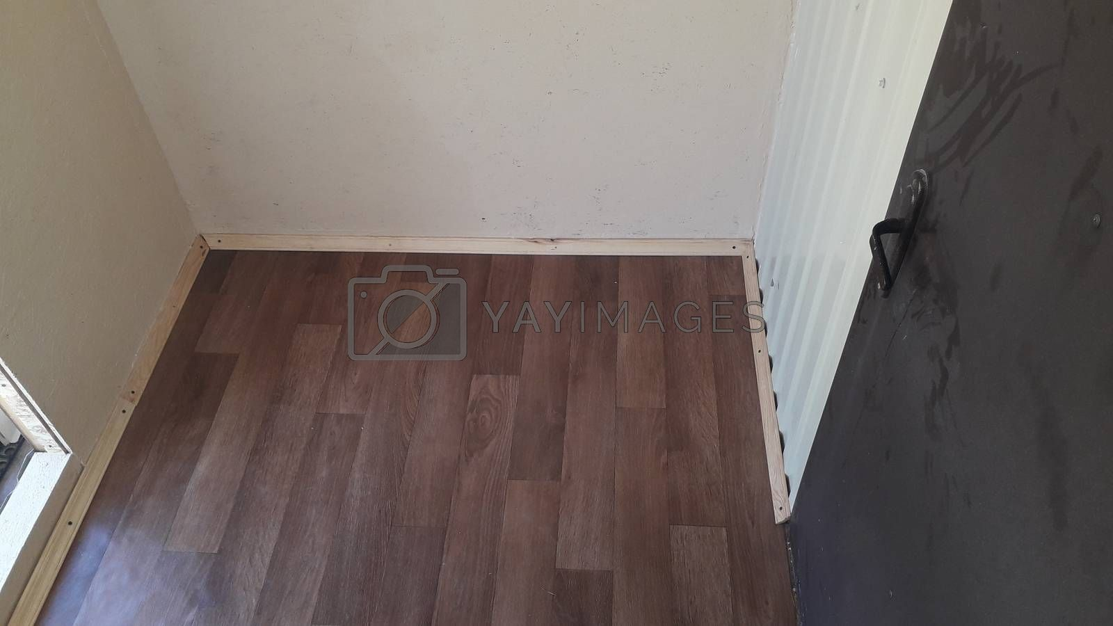Laying technology for linoleum and the  baseboards