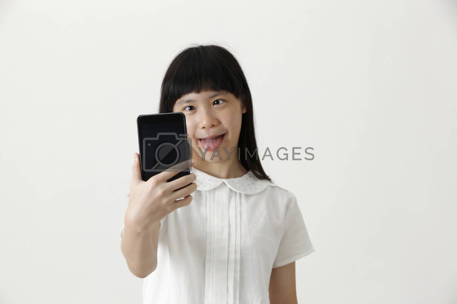girl sefie making funny face