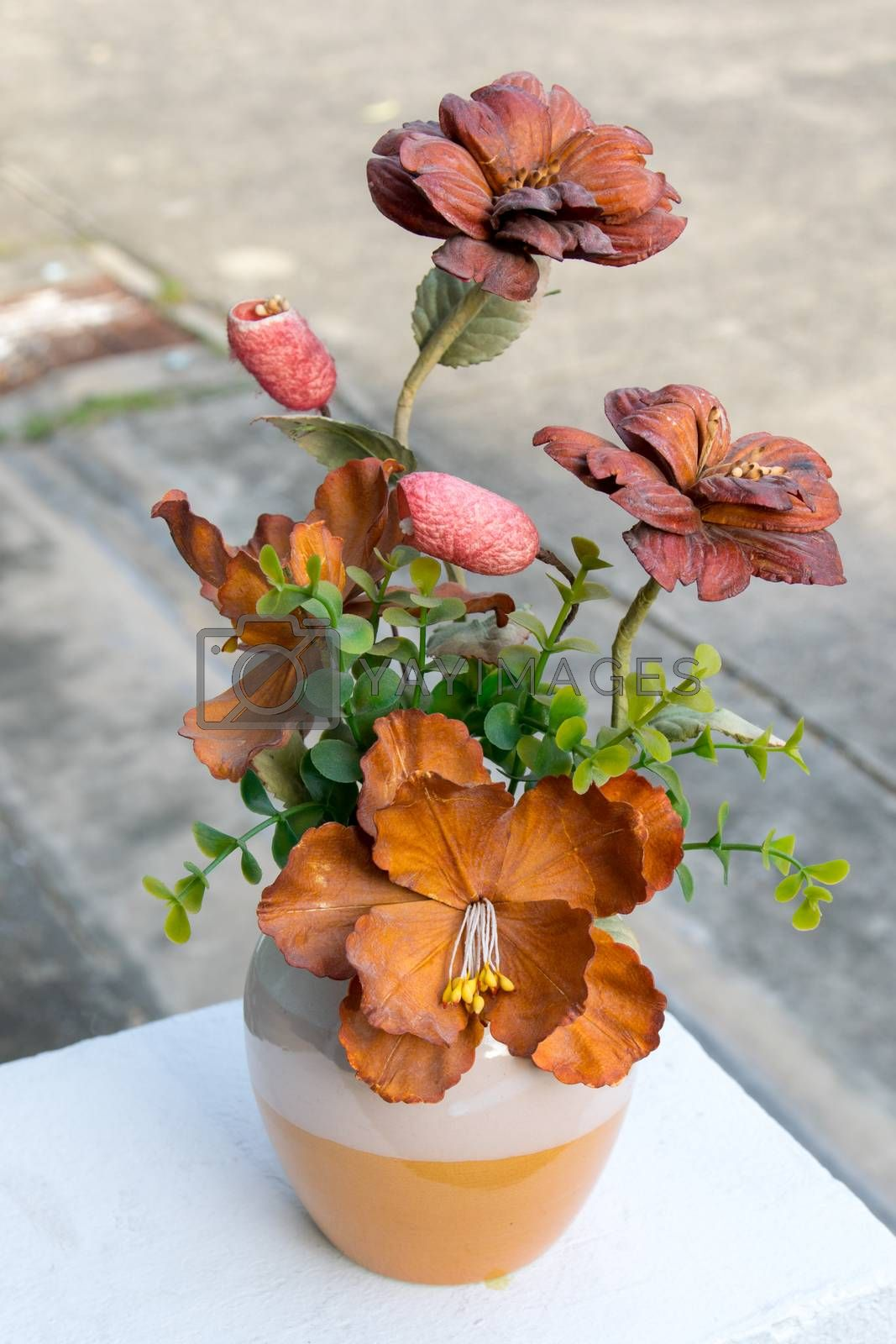 Beautiful and colorful vase plastic flowers.