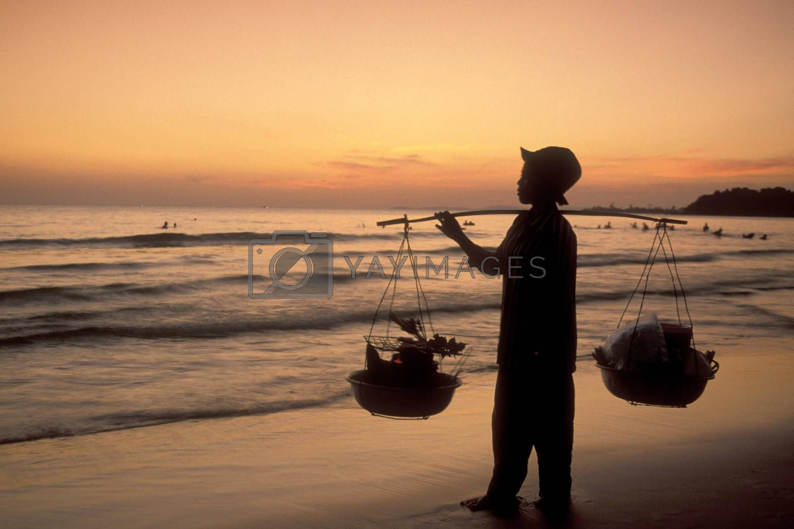a food seller women at a Beach at the Golf of Thailand in the Town of Sihanoukville in the south of Cambodia.  Cambodia, Sihanoukville, February, 2001,