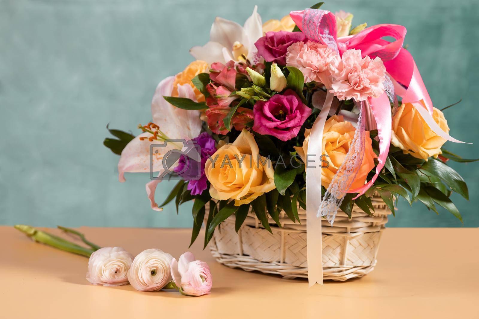 Rosa Violet Carson, Rosa Sun Flare bouquet basket