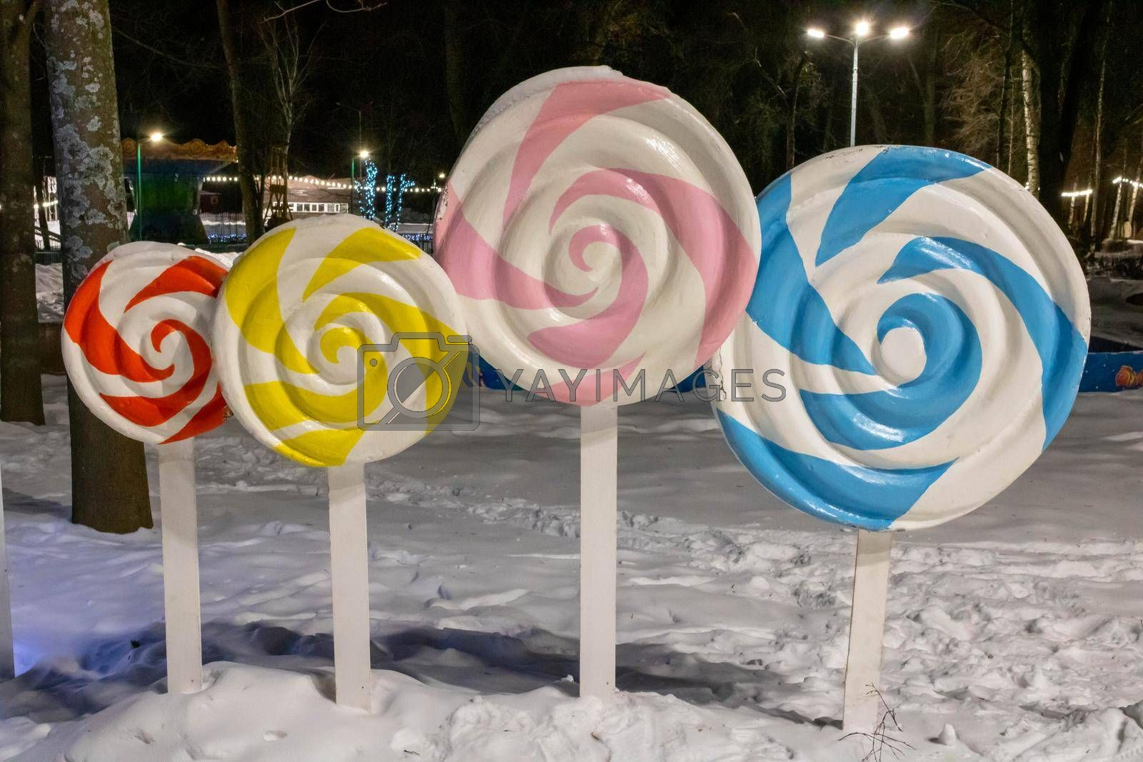 In the park there are colorful candy decorations, a colorful spiral lollipop.Winter Park.