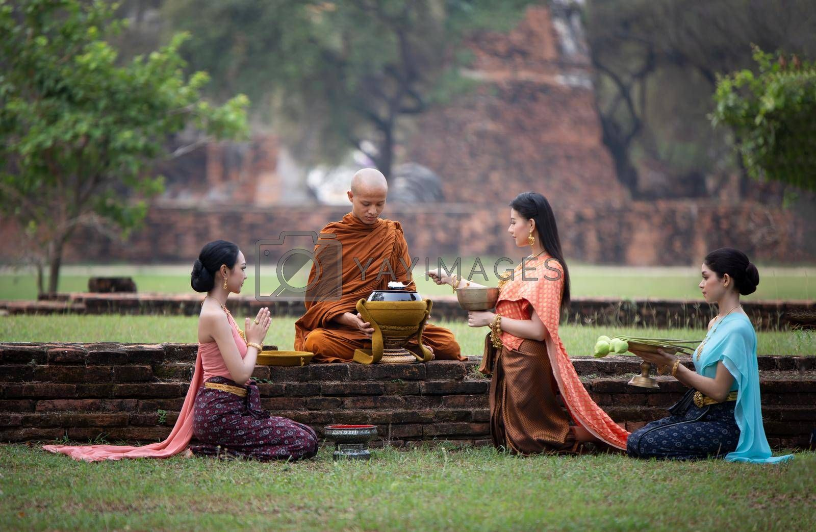 The women gave food to monk