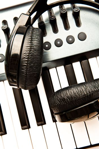 Headphone and synth
