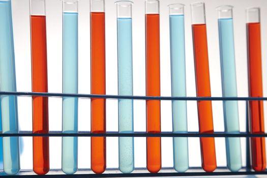 Laboratory glass containing liquid color