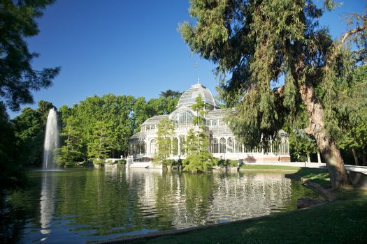 Madrid crystal palace side