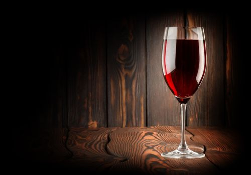 Wineglass of red win