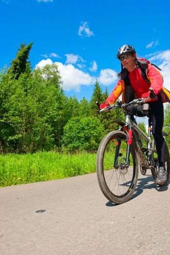 Traveling cyclist