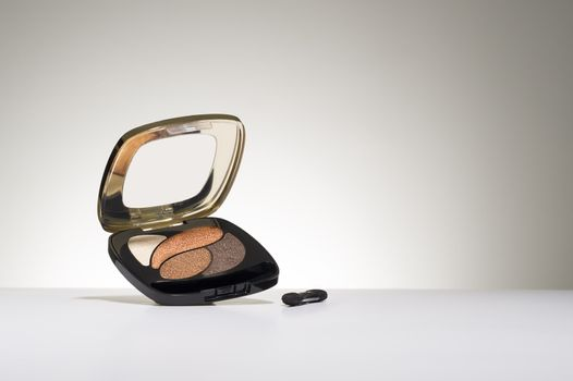 Cosmetics compact with eyeshadow