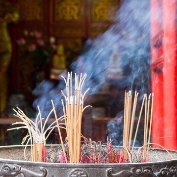 Incense furnace with smoking joss stick