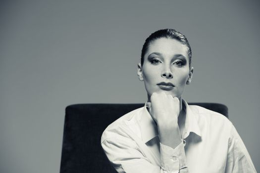 Portrait of a beautiful fashion model, black and white photo