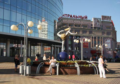People at Revolution Square in Nizhny Novgorod