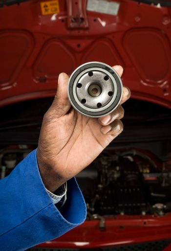 Mechanic and oil filter