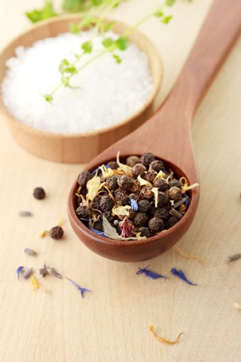 Peppercorn with salt and thyme