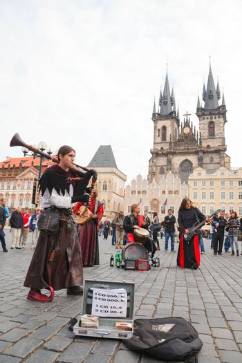 Street performers at Old town square in Prague