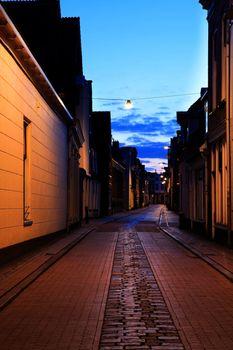 narrow street in Groningen at night