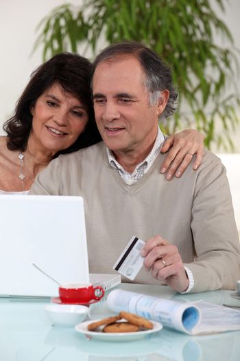 Married couple sat ordering good on-line