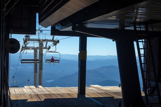 Chairlift leaving the terminal in the summer on Mount Hood