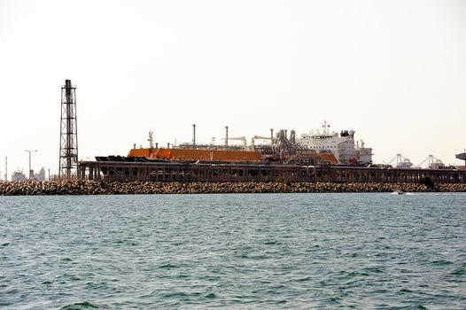 quay methane tanker to discharge