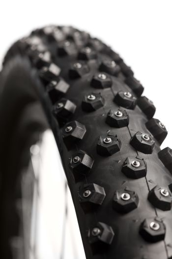Bicycle wheel with winter tyre