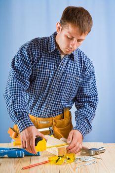 carpenter does measurement