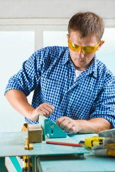 worker adjusts the woodworking mashine