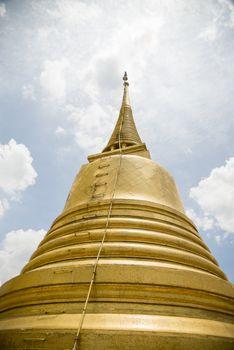 Golden pagoda in Wat Sraket Thailand3