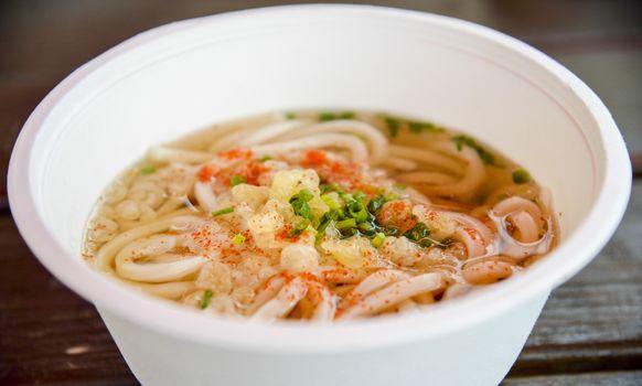 Udon in foam bowl3
