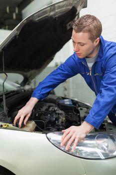Mechanic closing lid od washer tank