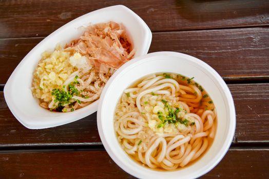 Udon in foam bowl4