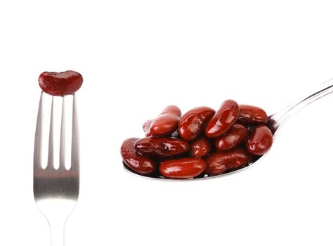 Preserve beans on a spoon and fork.