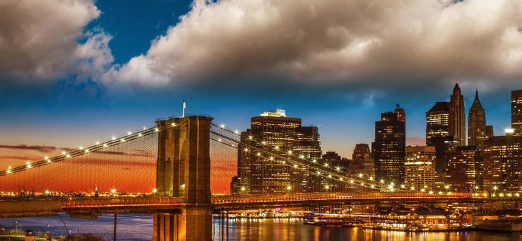 Amazing New York Cityscape - Skyscrapers and Brooklyn Bridge at sunset - USA